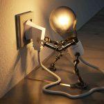 boneco de lampada colocando ela na tomada
